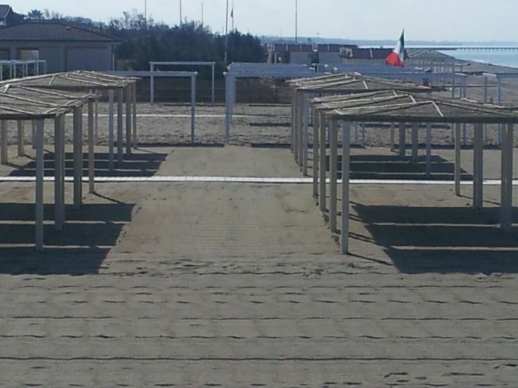 La spiaggia 3 bagno erika marina di massa - Bagno la cicala marina di massa ...