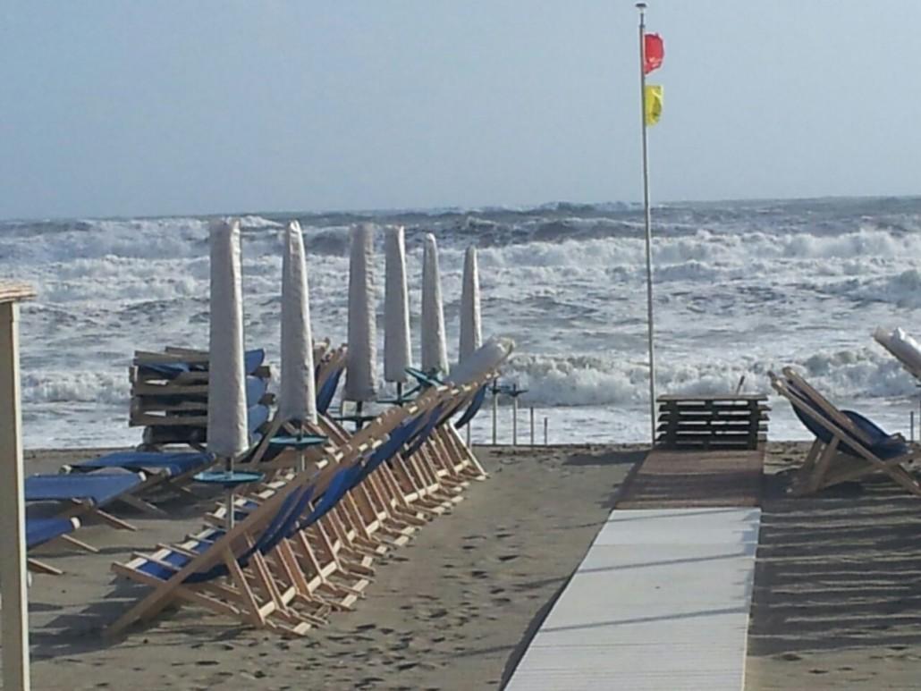 Il libeccio bello ma - Bagno milano marina di massa ...